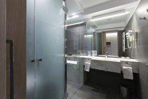 Smartglas im Badezimmer